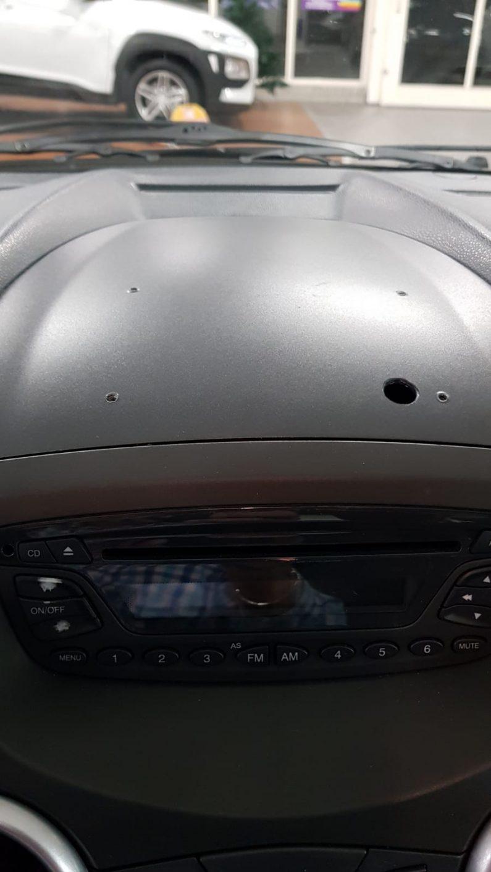 gaten dashboard interieur auto